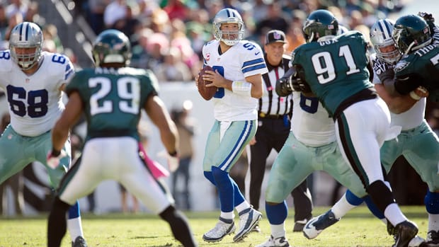 Tony Romo drops back to pass in a 2013 game against the Philadelphia Eagles