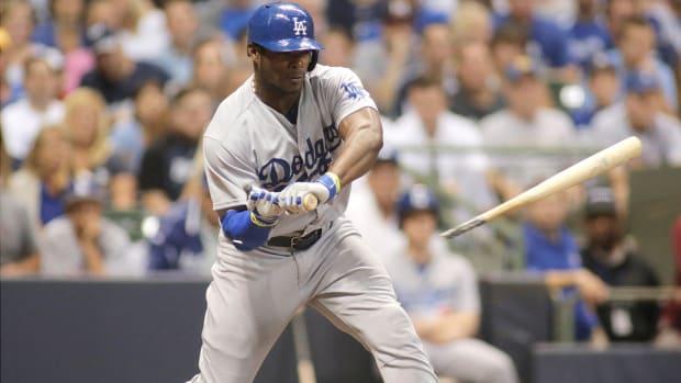 Dodgers' Yasiel Puig breaks bat on check swing