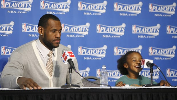 LeBron James Jr., Arizona beats Oregon, Kobe schools Kayne