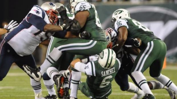 Patriots taunt Jets on Twitter with 'butt fumble' photo