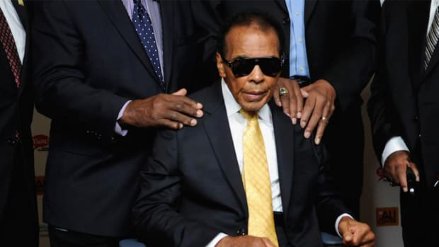 Muhammad Ali hospitalized with mild case of pneumonia - image