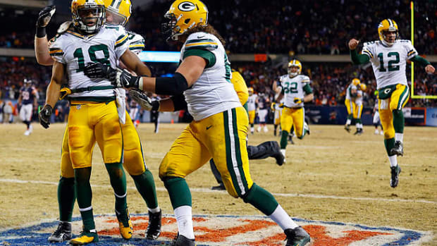 131229202846-green-bay-packers-aaron-rodgers-randall-cobb-week-17-single-image-cut.jpg