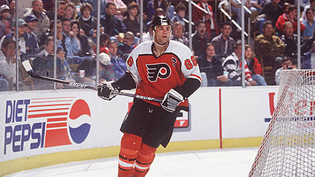 130415153511-eric-lindros-single-image-cut.jpg