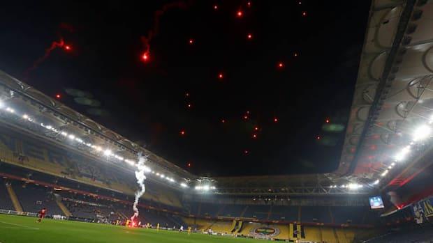 130227160807-fenerbahce-fireworks-single-image-cut.jpg