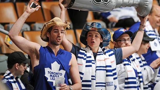 130726171412-maple-leafs-fans-single-image-cut.jpg