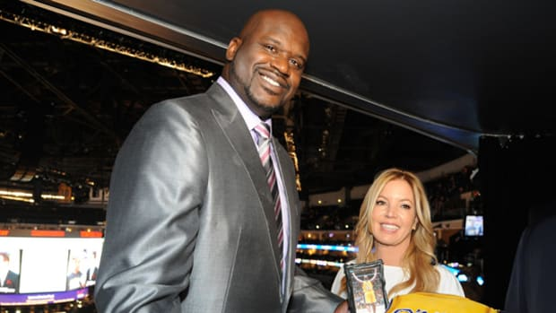 shaquille-oneal-lakers-jersey-retirement.jpg