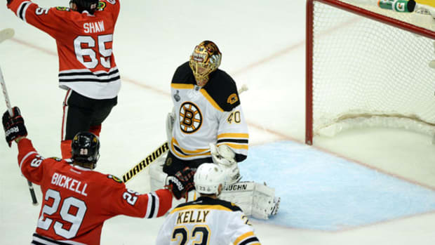 bruins-lose-game-1-blackhawks.jpg