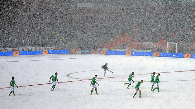 130209185949-france-snow-soccer-420-single-image-cut.jpg