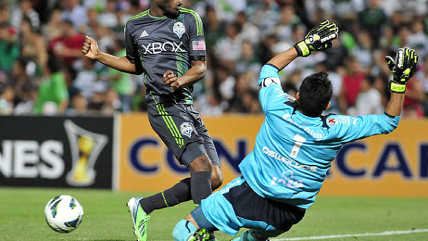 130410003003-santos-sounders-single-image-cut.jpg
