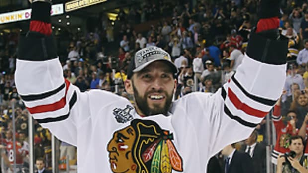 dave-bolland-chicago-blackhawks-toronto-maple-leafs-stanley-cup.jpg