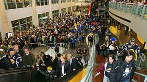 hsbc.arena.fans.jpg