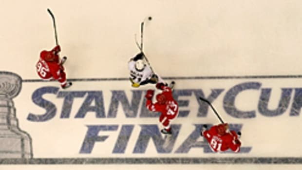penguins-red-wings.jpg