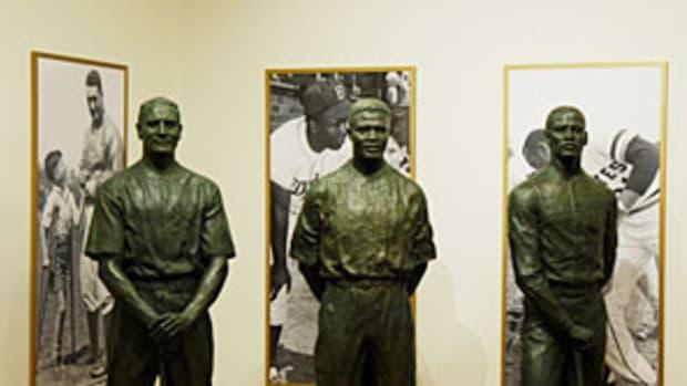 HOF-statue2.jpg