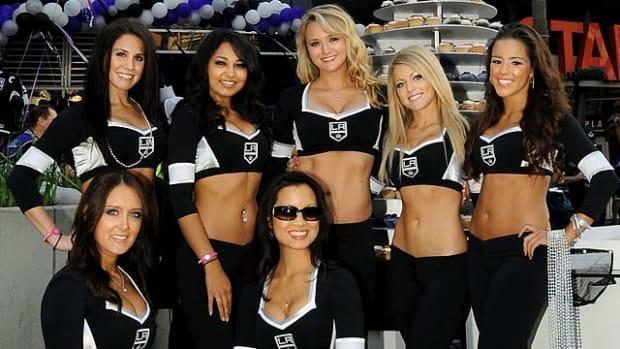 kings-ice-crew-105490809.jpg