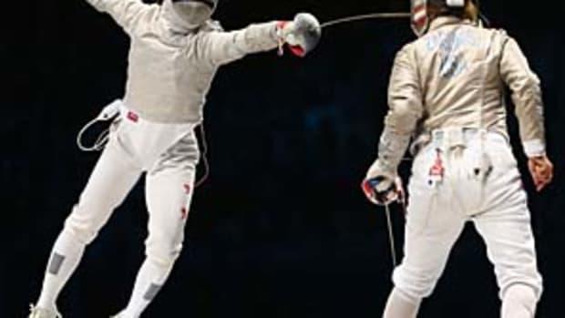 mariel-zagunis-olympic-sabre.jpg