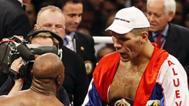 holyfield-valuev-post.jpg