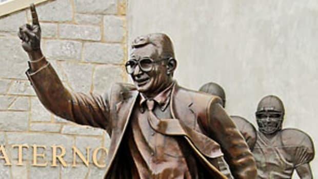 joe-paterno-statue-p1.jpg