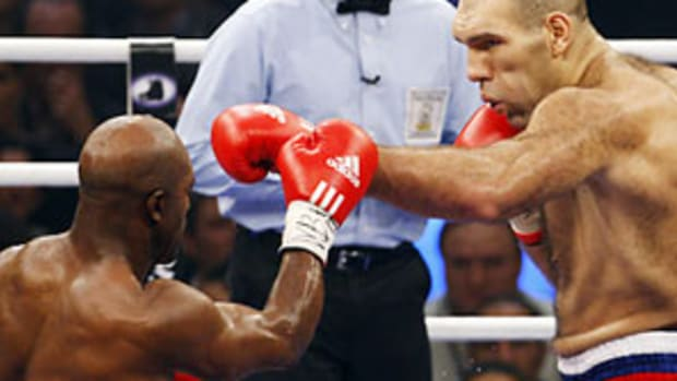 holyfield-valuev-fight-1.jpg