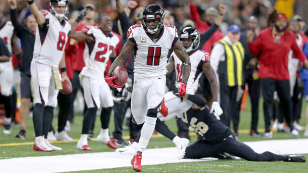 Nov 10, 2019; New Orleans, LA, USA; Atlanta Falcons wide receiver Julio Jones (11) runs down the sidelines after a catch against the New Orleans Saints in the second quarter at the Mercedes-Benz Superdome. Mandatory Credit: Chuck Cook-USA TODAY Sports