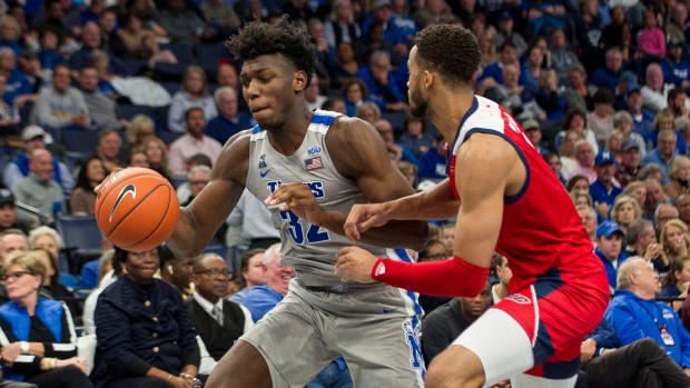 Memphis basketball star James Wiseman on the court