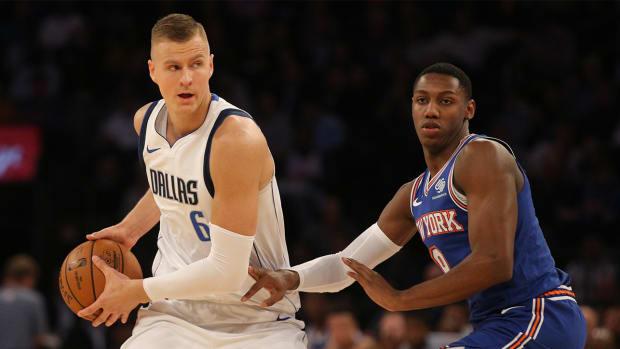 Kristaps-Porzingis-Reacts-Knicks-Crowd