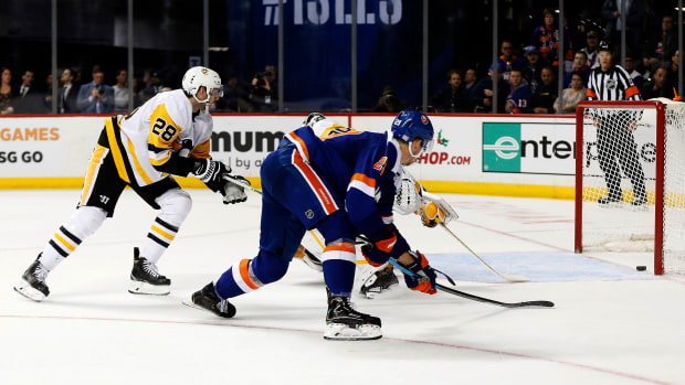 The Islanders set a 16-game point franchise record after defeating the Penguins.