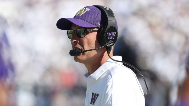 Washington coach Chris Petersen steps down