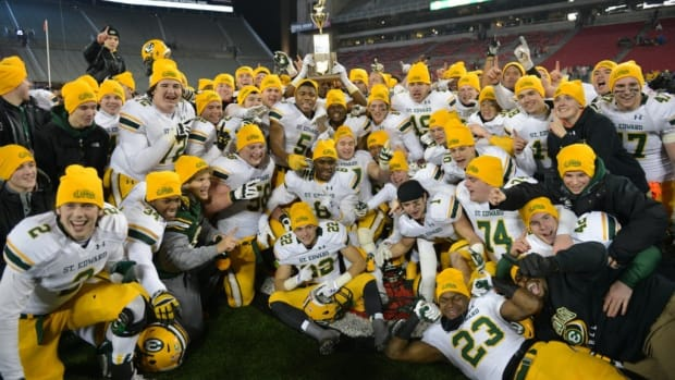 St.-Eds-football-champs-1024x683