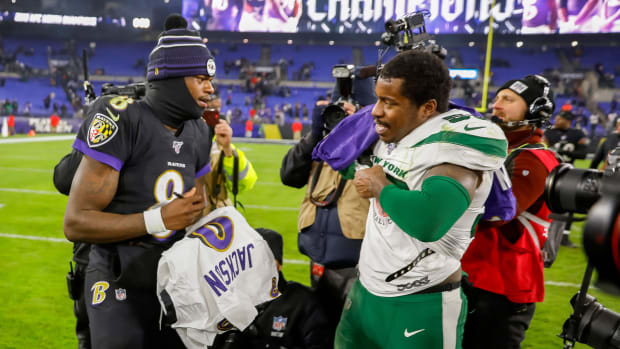 Ravens' Lamar Jackson and Jets' James Burgess swap jerseys after game