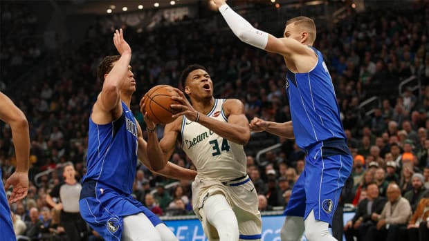 Mavericks Beat Bucks Snap Milwaukee Winning Streak
