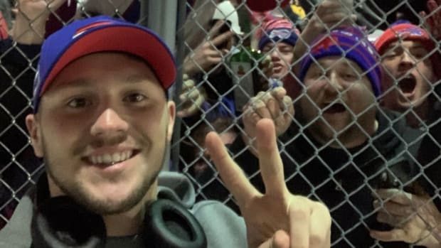 Quarterback Josh Allen takes a selfie with Bills fans at the Buffalo airport