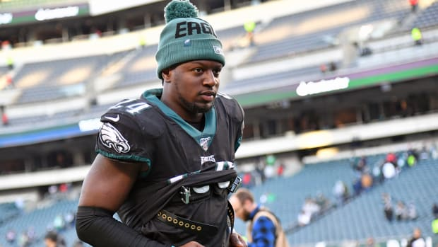 Eagles running back Jordan Howard is reportedly cleared to play after missing last six games with shoulder injury