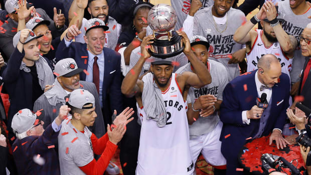 Kawhi Leonard raises the Eastern Conference Finals trophy after leading the Raptors to the Finals