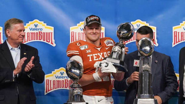 Sam Ehlinger Returns Texas