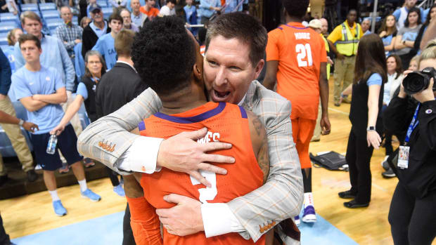 Clemson basketball beats UNC road streak