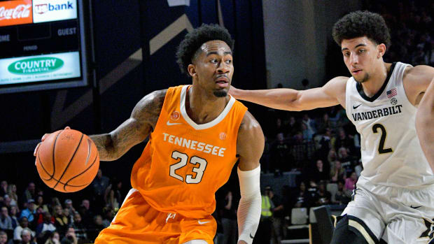 Bowden led Tennessee as Vandy's three-point streak ended.