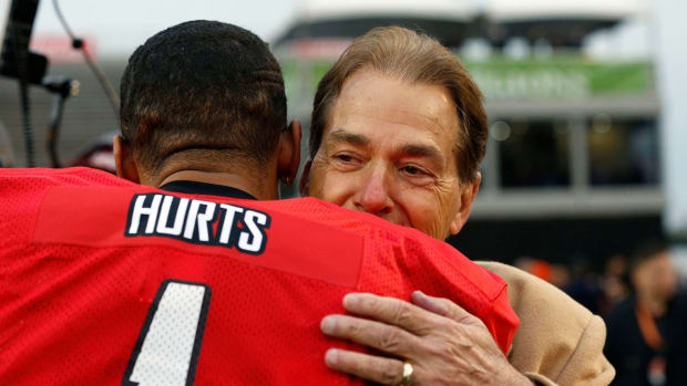 jalen-hurts-nick-saban-senior-bowl-reunion
