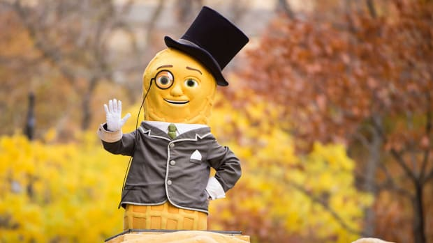 mr-peanut-dies-super-bowl-ad