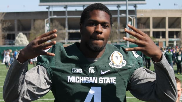 Spartan DL Malik McDowell having fun with the kids at the MSU 2016 youth clinic.