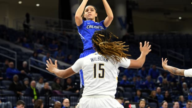 Jaylyn Agnew goes up for a shot against Amani Wilborn