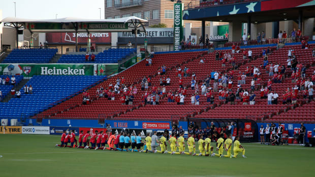 FC-Dallas-Nashville-Kneel-Anthem