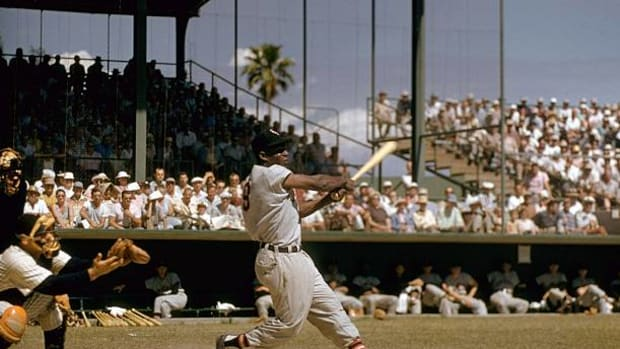 baseball-chicago-white-sox-minnie-minoso-in-action-during-spring-fl-picture-id81410757
