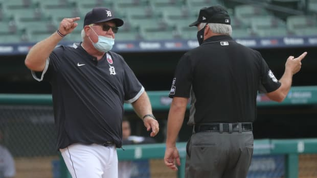 Tigers manager Ron Gardenhire argues with an umpire