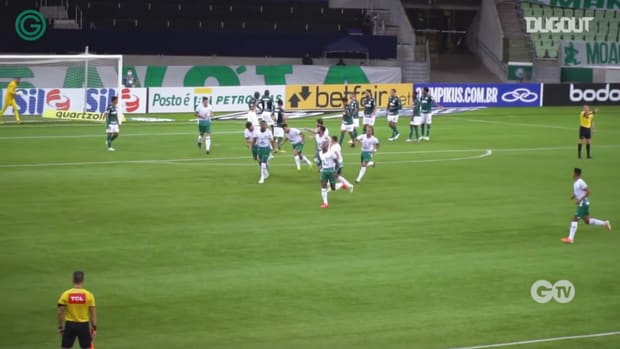 Rafael Vaz's free-kick vs Palmeiras