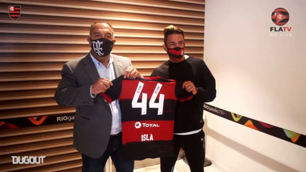 Mauricio Isla arrives in Rio to be a Flamengo player