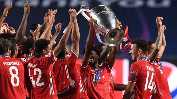 Bayern Munich lifts the Champions League trophy