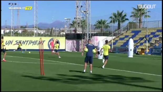 Take Kubo scores amazing backheel in Villarreal training