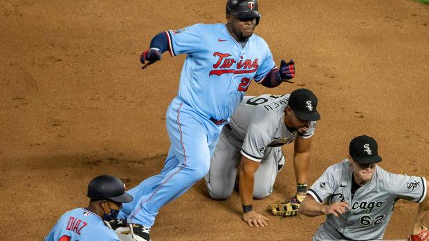 White Sox botched play v Twins 2020-09-02 (Jesse Johnson) USATSI_14870590