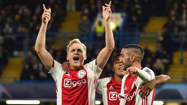 Donny Van de Beek joins Manchester United
