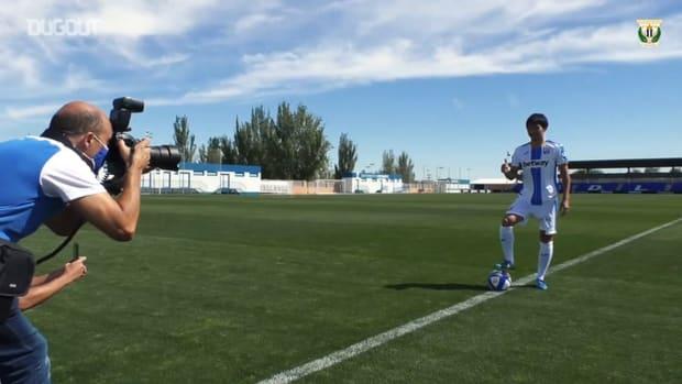 Gaku Shibasaki wears Leganés's new kit